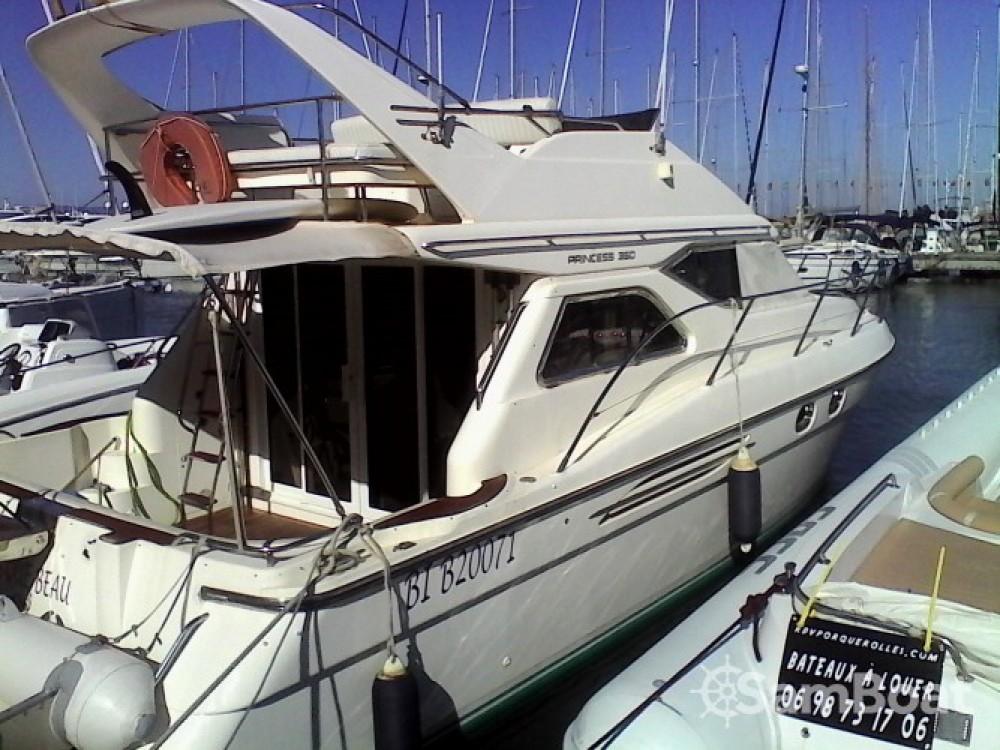 Louer Bateau à moteur avec ou sans skipper Princess à Hyères