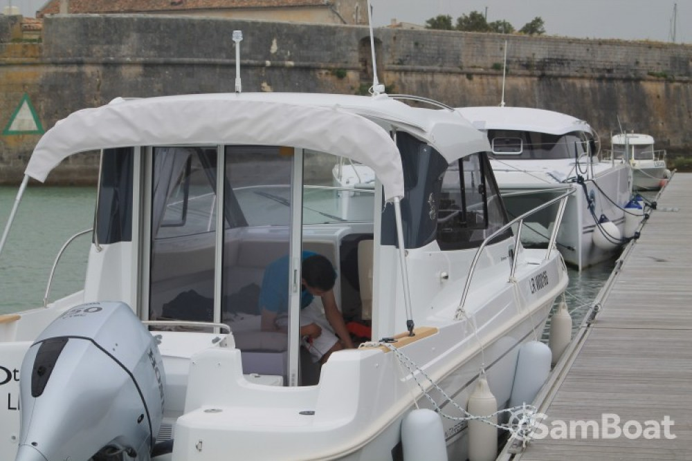Rental Motor boat in La Rochelle - Bénéteau Antares 780 HB