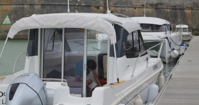 Bateau à moteur à louer à La Rochelle au meilleur prix
