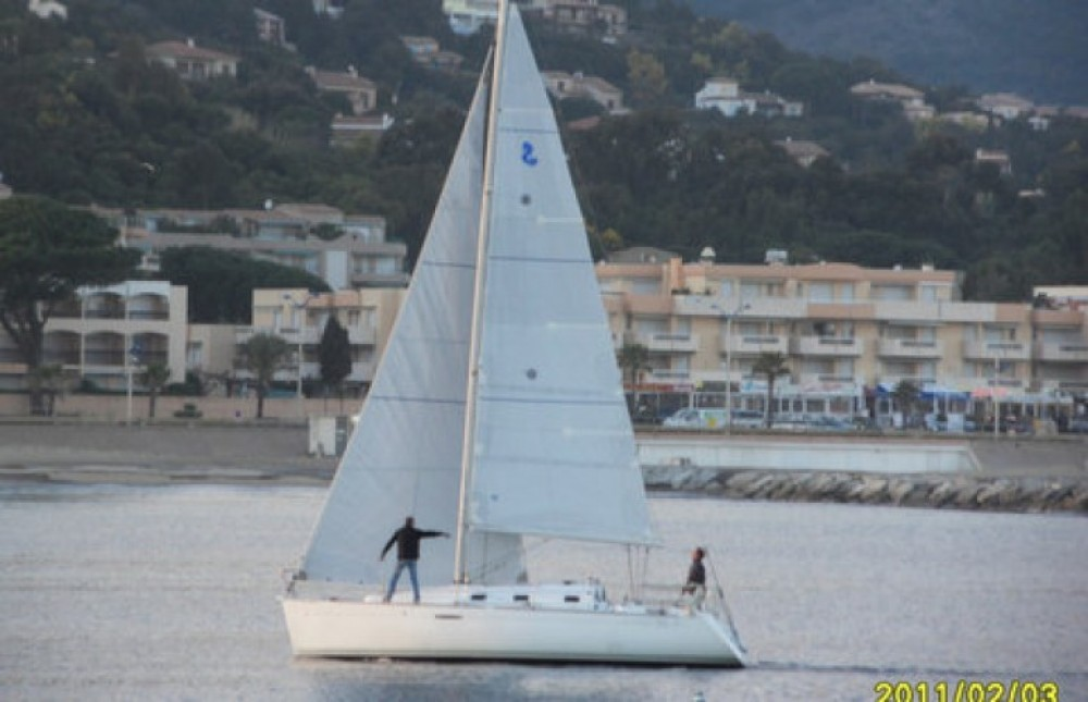 Boat rental Bénéteau First 31.7 in Cavalaire-sur-Mer on Samboat