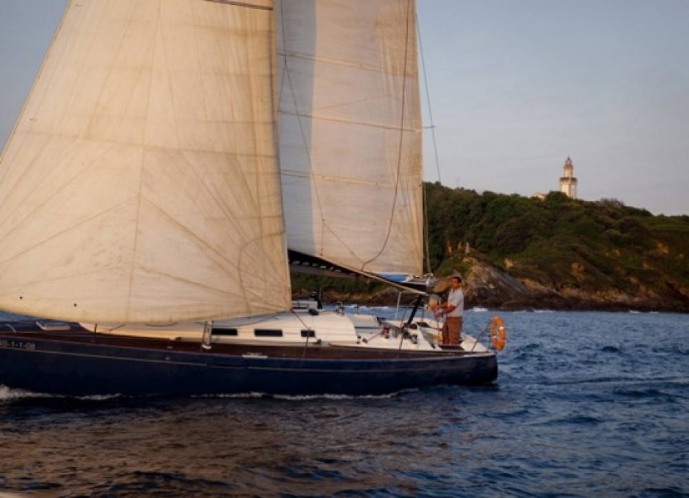 Sailboat for rent San Sebastián at the best price