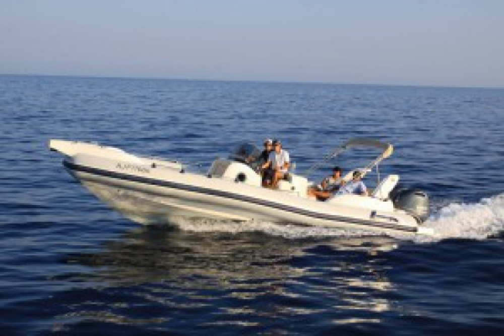 Louer Semi-rigide avec ou sans skipper Marlin à Porto-Vecchio