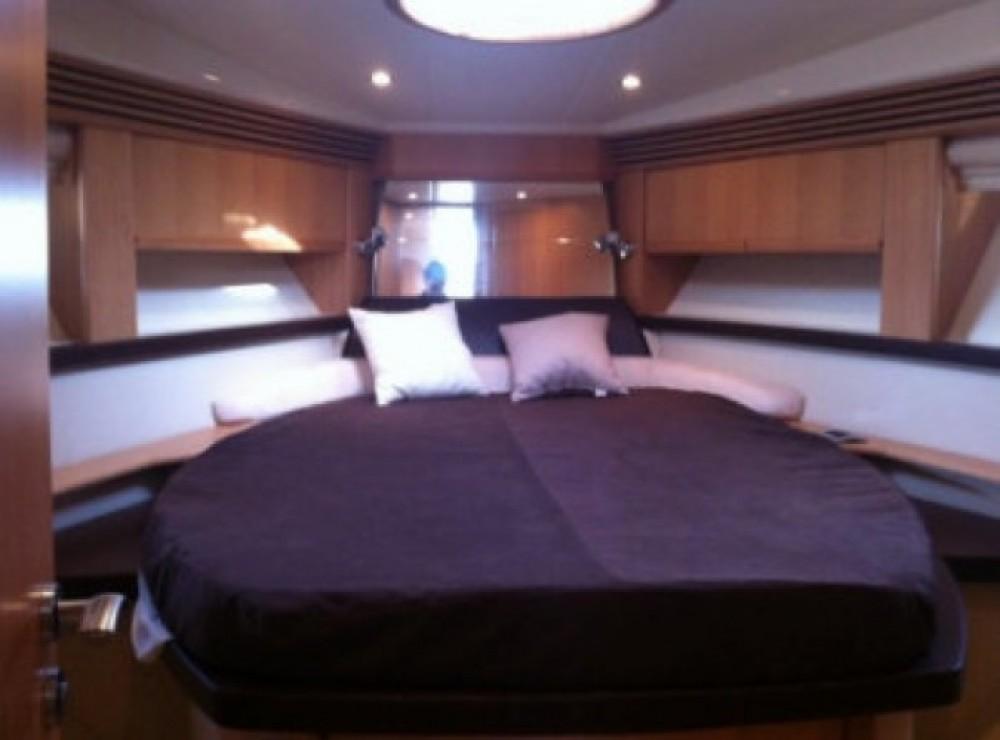 Louer Bateau à moteur avec ou sans skipper Absolute Yachts à Mandelieu-la-Napoule