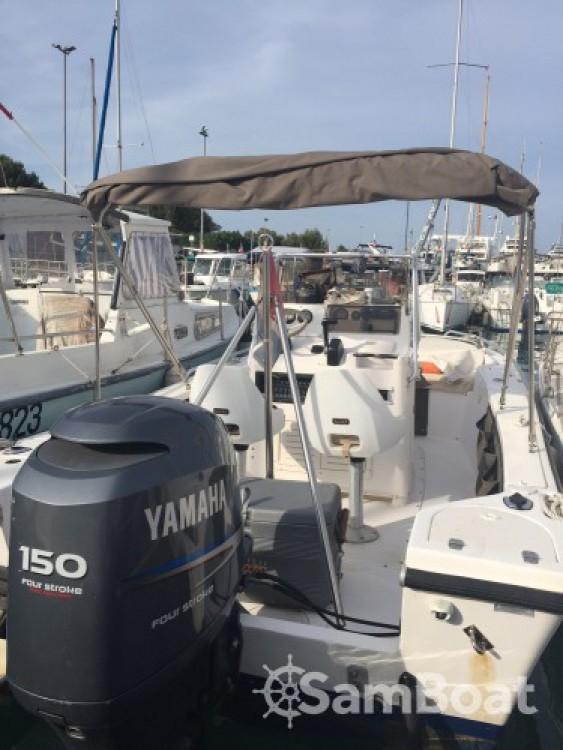 Location Bateau à moteur à Antibes - Hillsboro-Marine Mako