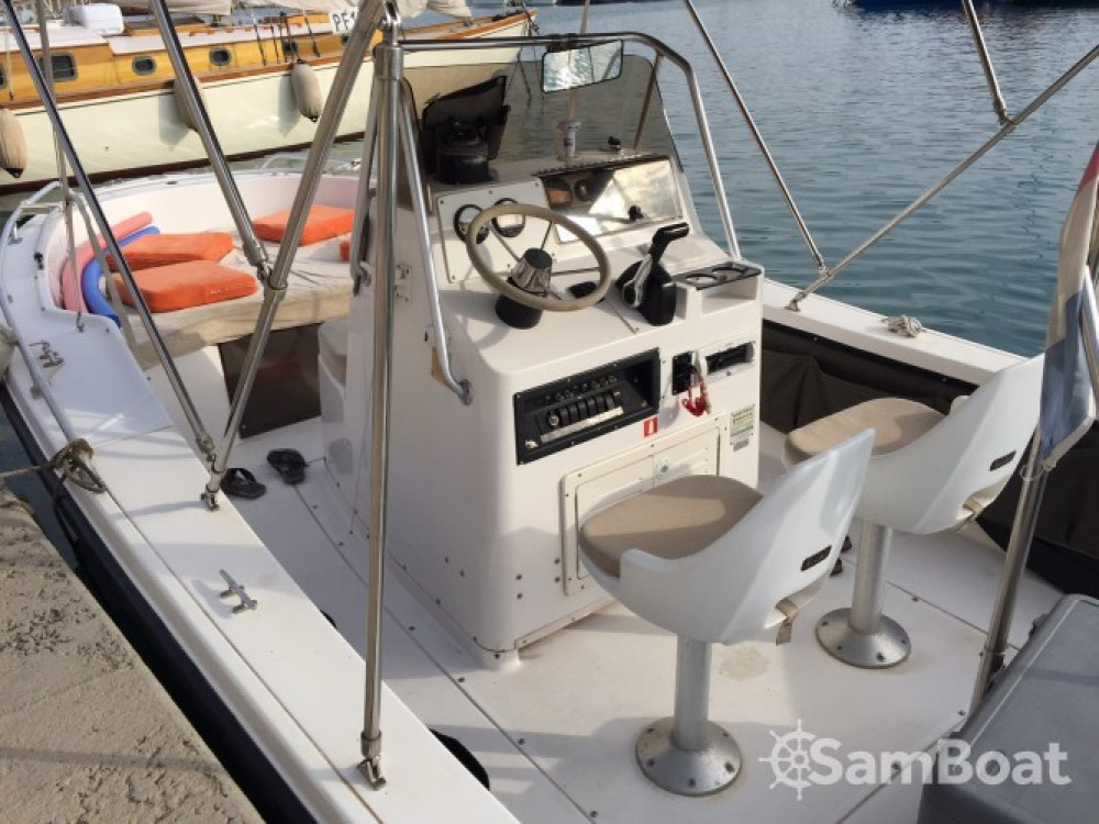 Louer Bateau à moteur avec ou sans skipper Hillsboro-Marine à Antibes