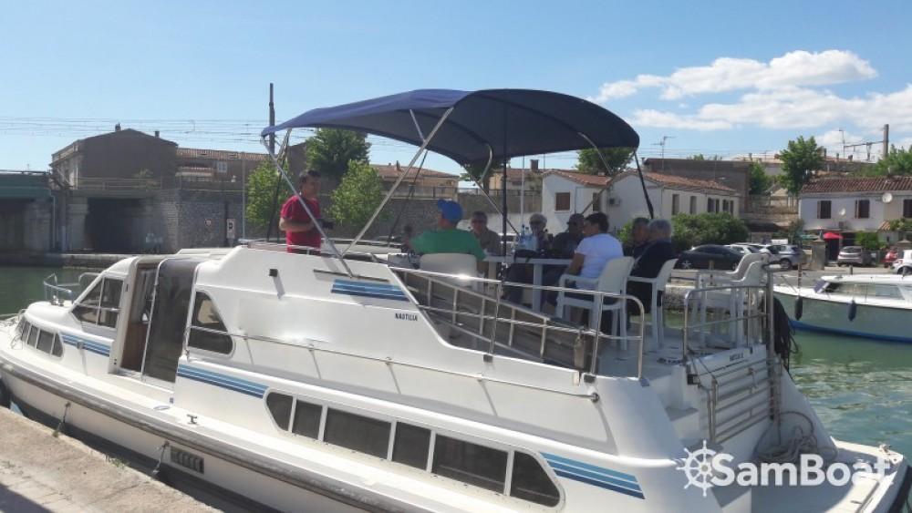 Louer Péniche avec ou sans skipper Crown-Cruiser à Sète