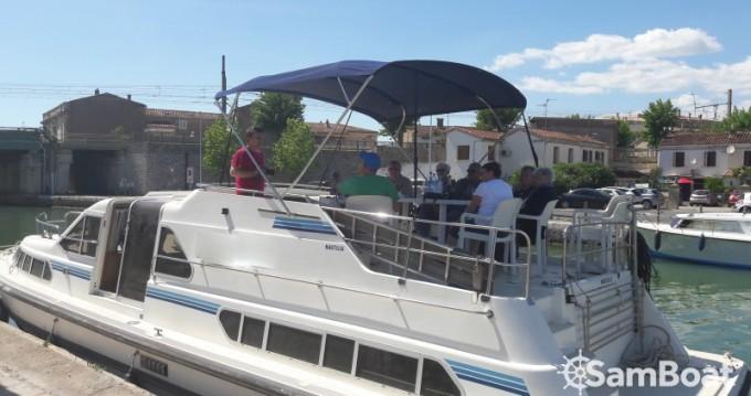 Louez un Crown-Cruiser Nautilia à Sète