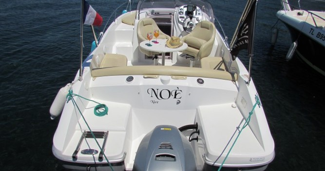 Hire Motor boat with or without skipper Bénéteau Cannes