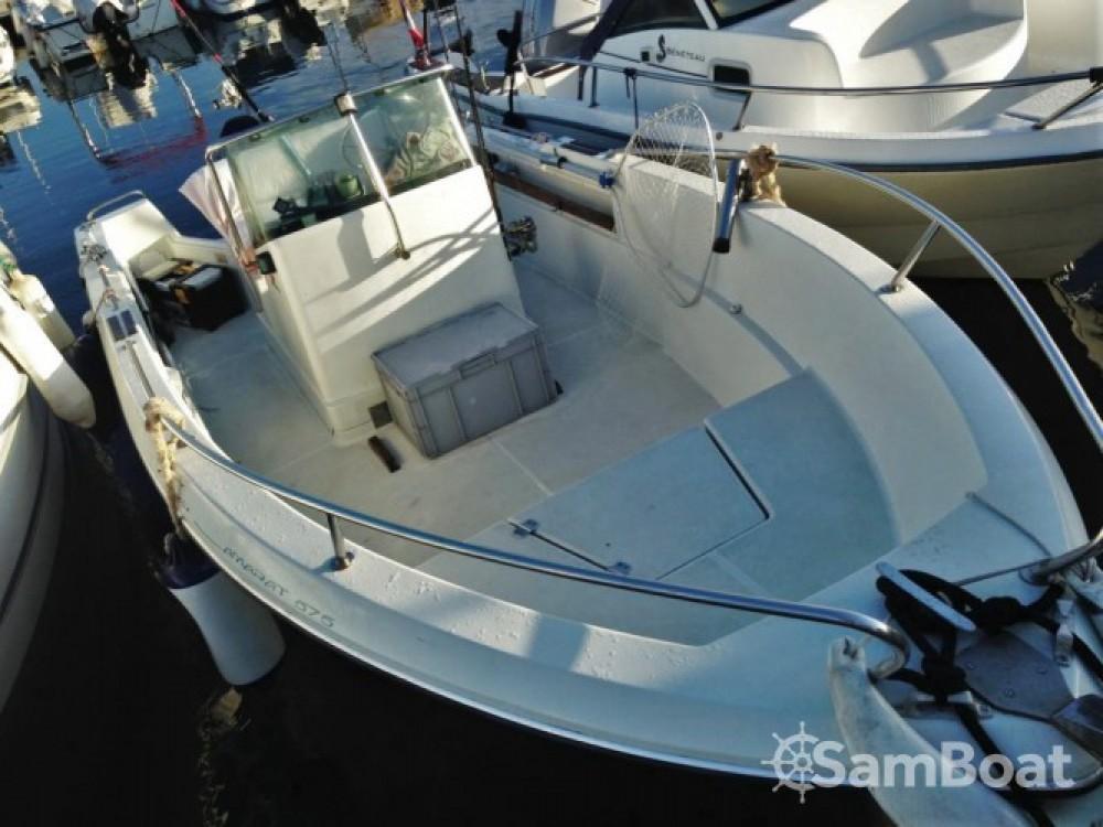 Location bateau Antibes pas cher Cap Camarat 575