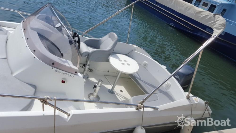 Louez un Bénéteau Flyer 650 Sun Deck à Toulon
