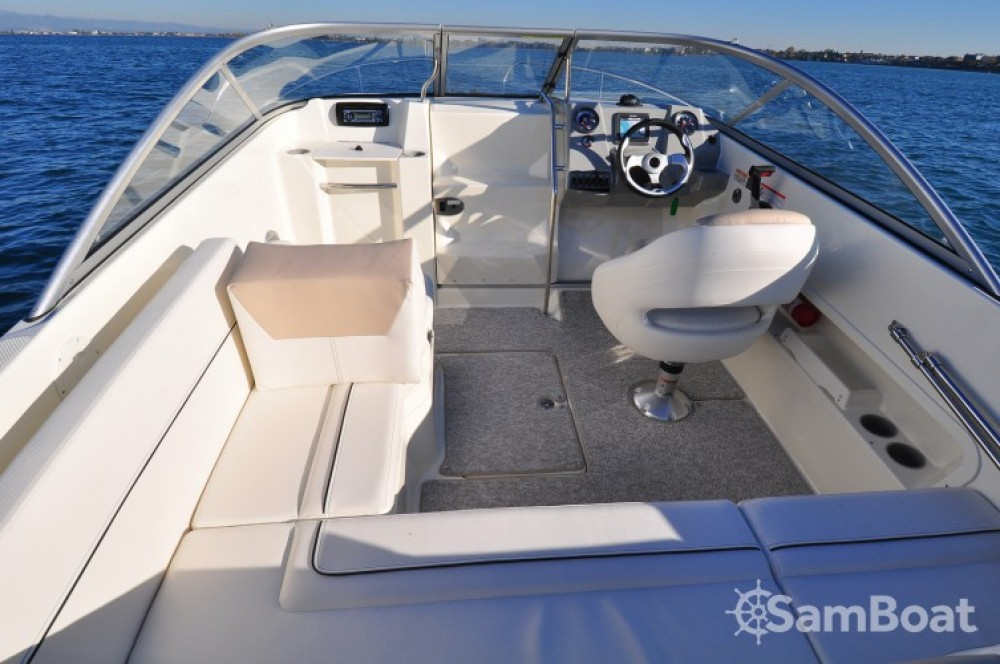 Location yacht à Mandelieu-la-Napoule - Bayliner Bayliner 642 Cuddy sur SamBoat