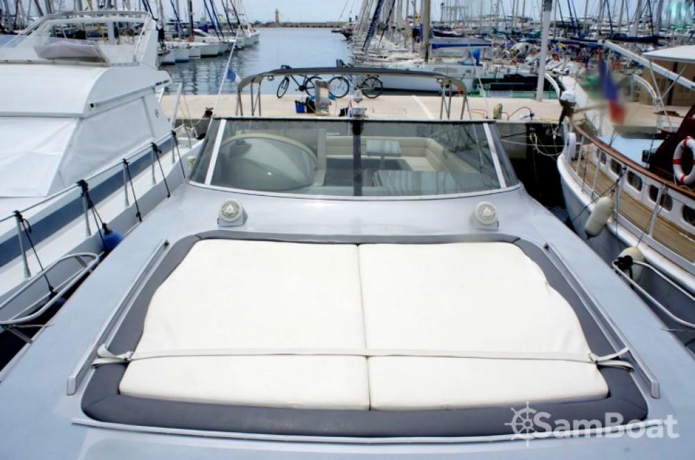 Louer Bateau à moteur avec ou sans skipper Solare à Port Pierre Canto