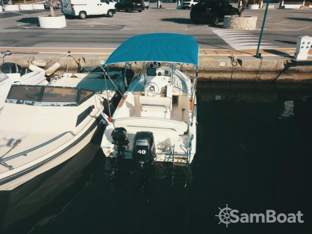 Louez un Capelli Cap 500 à Antibes