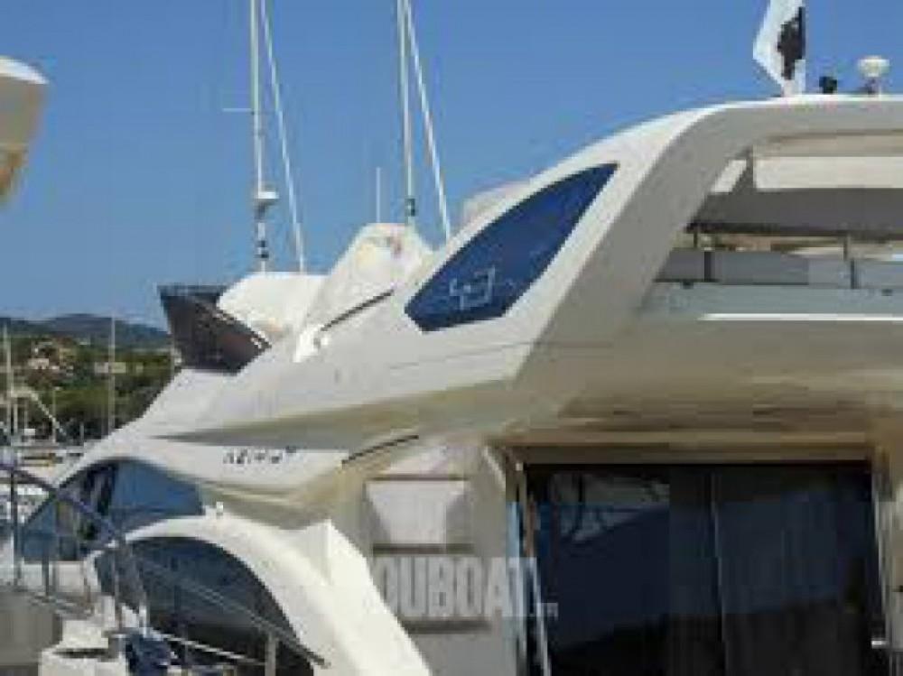 Louer Bateau à moteur avec ou sans skipper Azimut à Cannes