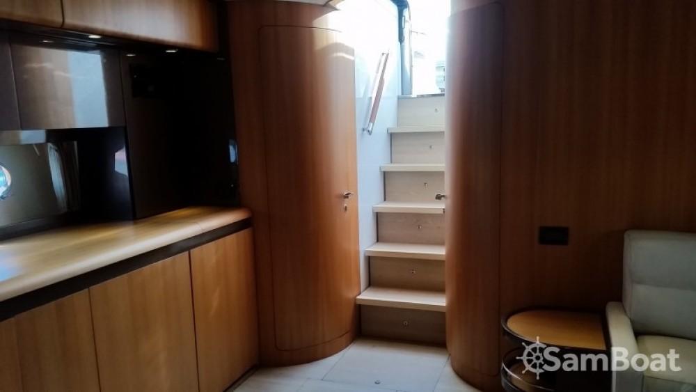 Louer Bateau à moteur avec ou sans skipper Riva à Cogolin