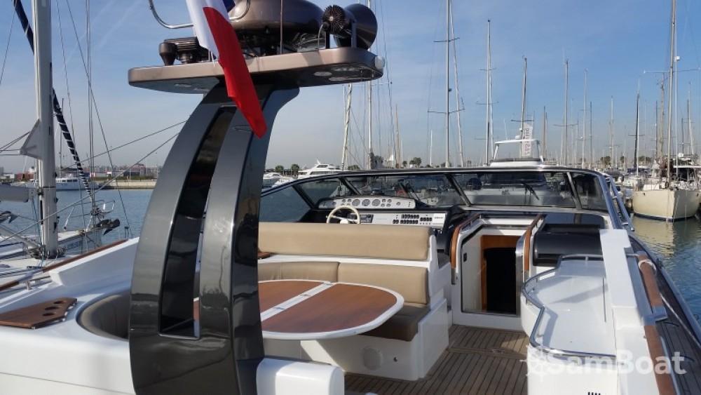 Location bateau Riva 54 OPEN à Cogolin sur Samboat