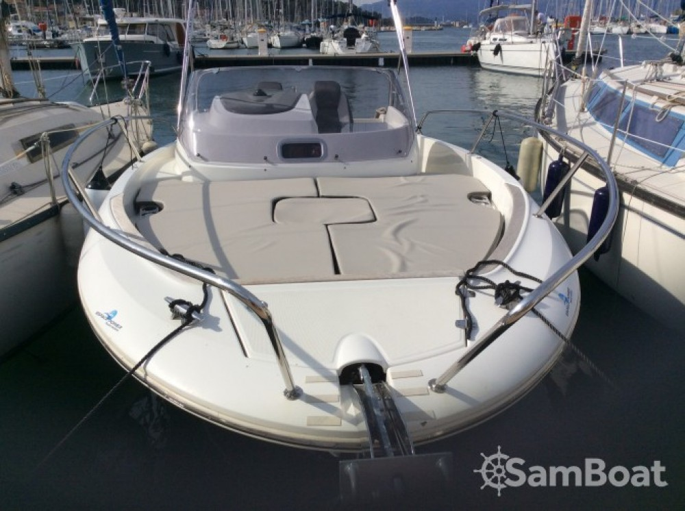 Location bateau Saint-Mandrier-sur-Mer pas cher Cap Camarat 7.5 WA