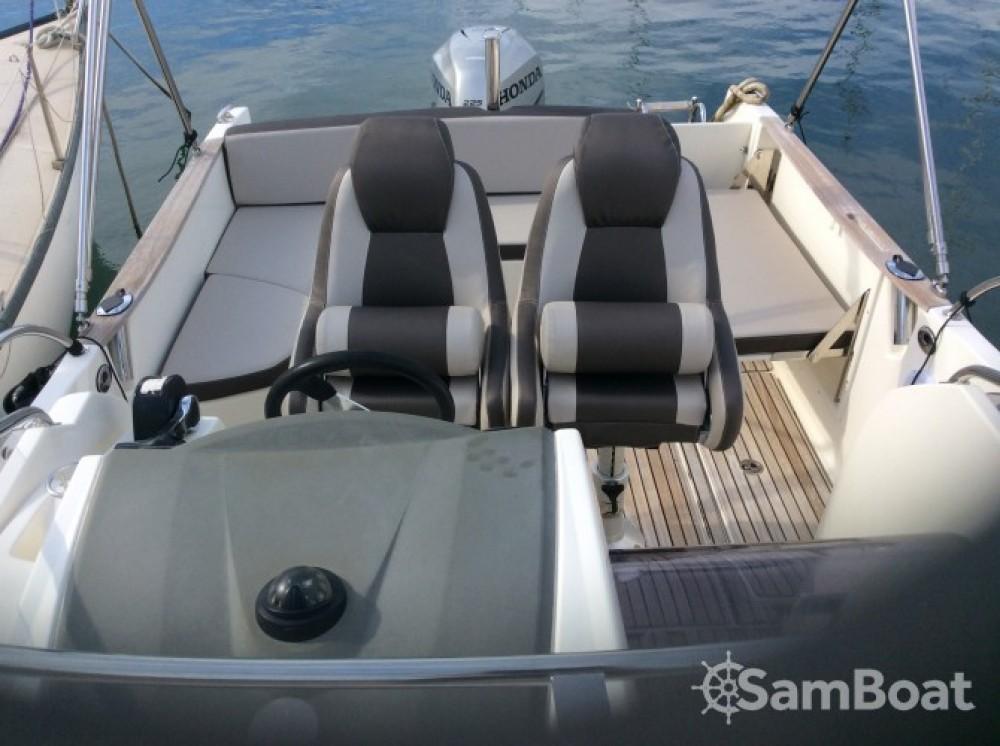 Louer Bateau à moteur avec ou sans skipper Jeanneau à Saint-Mandrier-sur-Mer