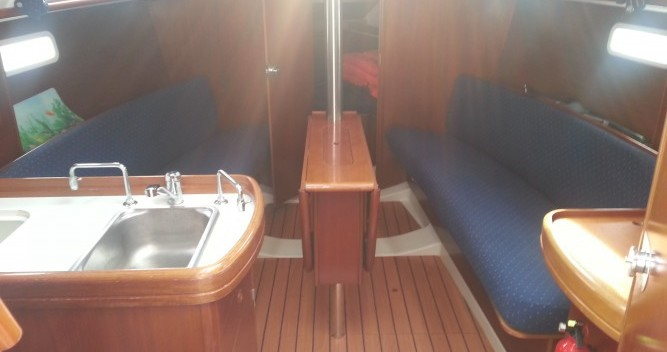 Location bateau Bénéteau Oceanis 311 à Solenzara sur Samboat