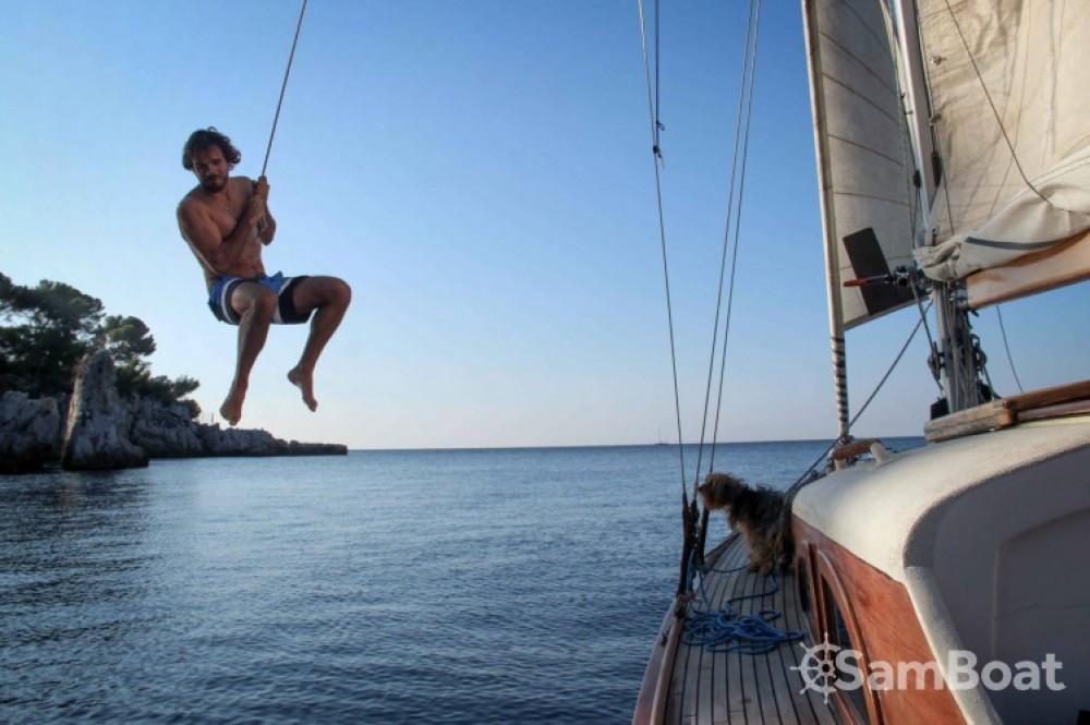 Location yacht à Antibes - Eugene-Cornu Classic Sloop 37 sur SamBoat