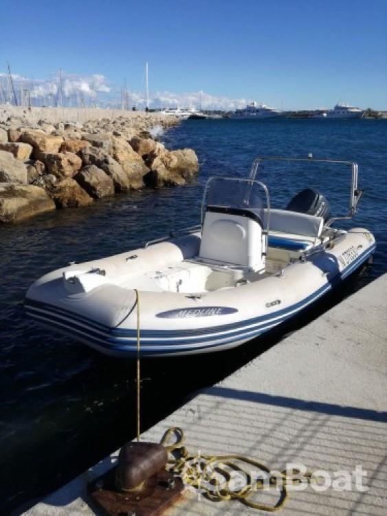 Location bateau Antibes pas cher Medline