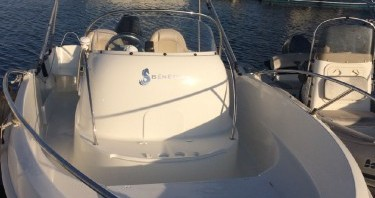 Hire Motor boat with or without skipper Bénéteau Bandol