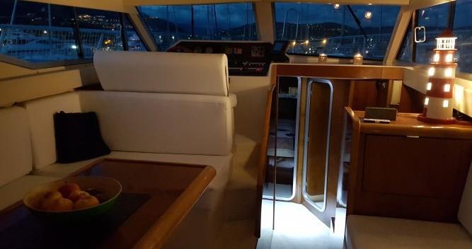 Location bateau Azimut Azimut 37 Fly à Port Grimaud sur Samboat