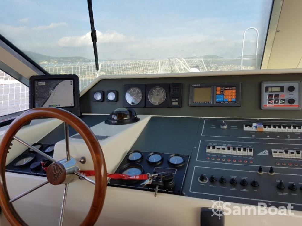 Location Bateau à moteur à Port Grimaud - Azimut Azimut 37 Fly