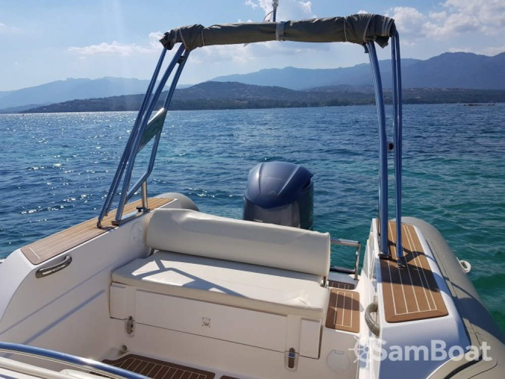 Location bateau Lecci pas cher Tempest 770