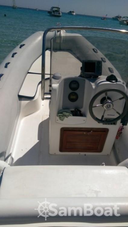 Louer Semi-rigide avec ou sans skipper Capelli à Hyères