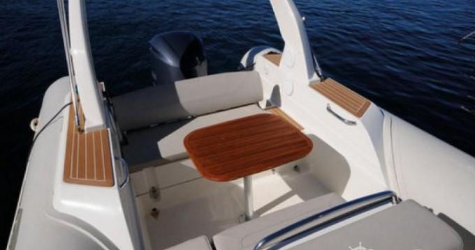 Louer Semi-rigide avec ou sans skipper Capelli à Saint-Florent