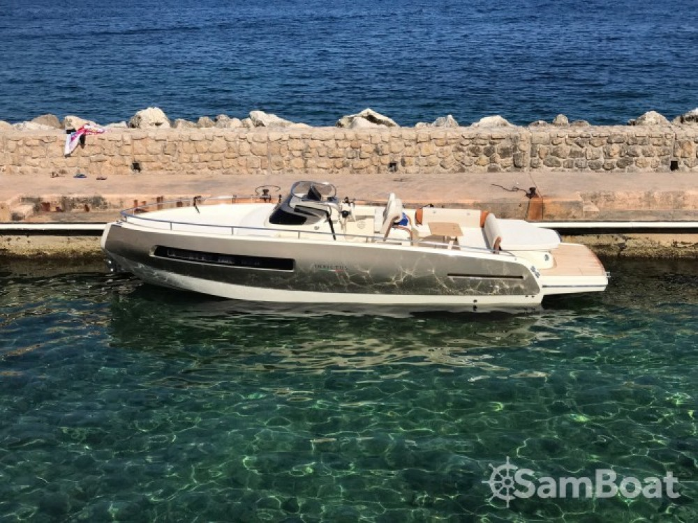 Location bateau Invictus  280 GT à Èze sur Samboat