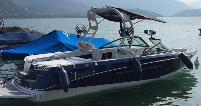 Louer Bateau à moteur avec ou sans skipper Nautique Correct Craft à Annecy