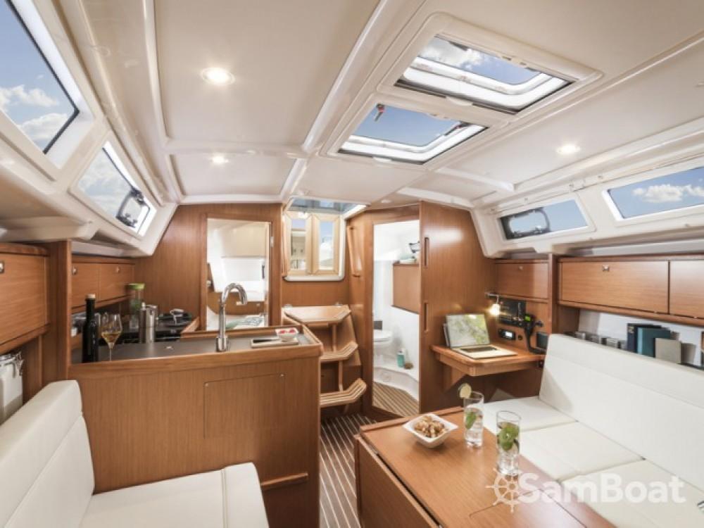 Location bateau Sukošan pas cher Bavaria Cruiser 34