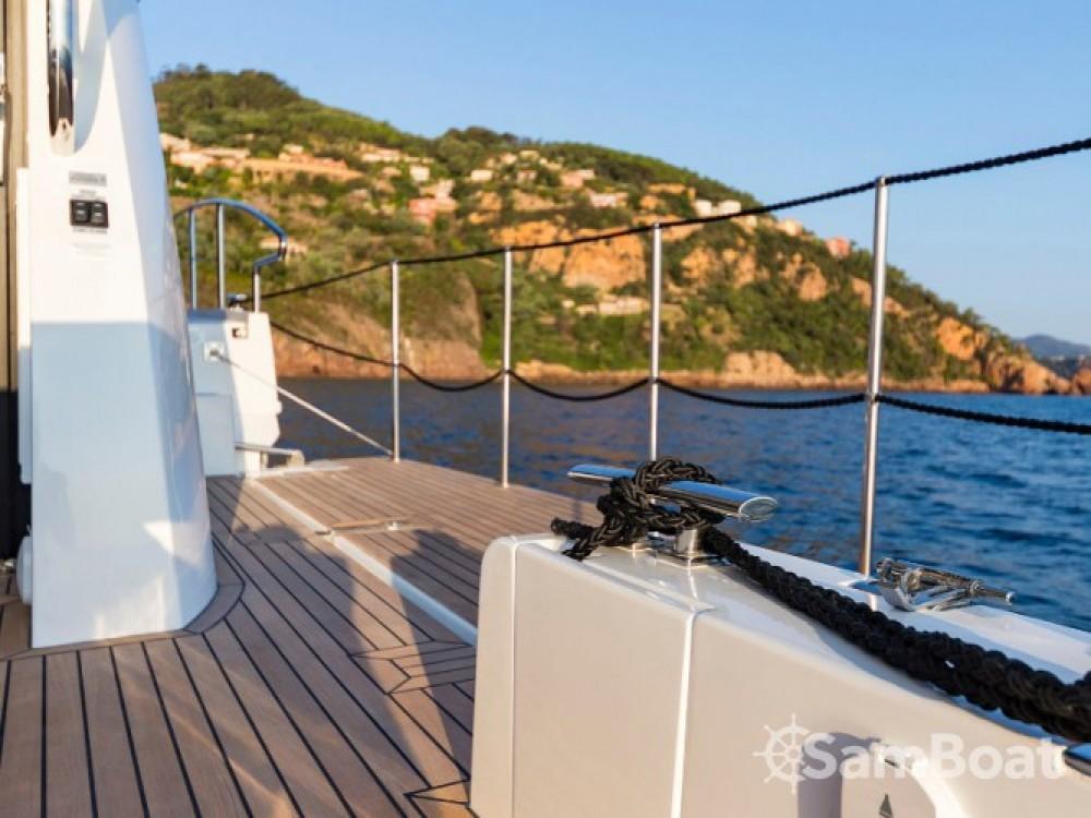 Louer Bateau à moteur avec ou sans skipper Galeon à Sibenik