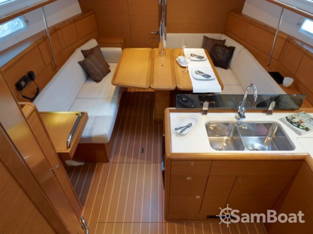 Location bateau Jeanneau Sun Odyssey 379 (3cab) à Primošten sur Samboat