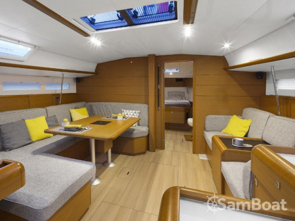 Location bateau Jeanneau Sun Odyssey 519 à Salerne sur Samboat