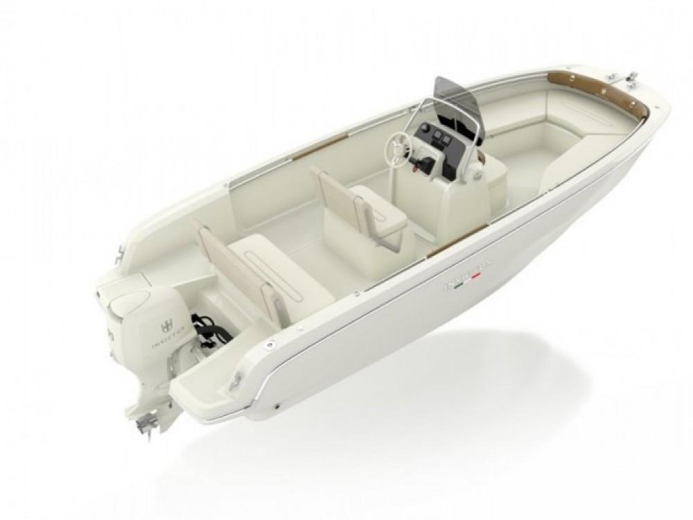 Location bateau Marina Baotić pas cher Invictus 190FX