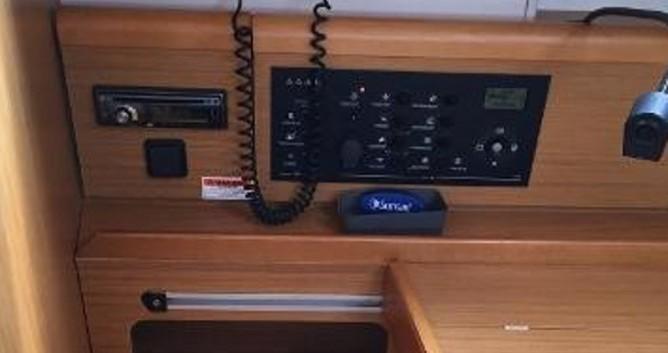 Location bateau Jeanneau Sun Odyssey 36i à Lávrio sur Samboat