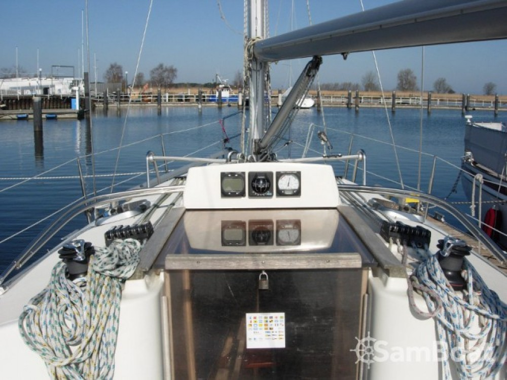 Rental Sailboat in Marina Kröslin - Hanse Hanse 311