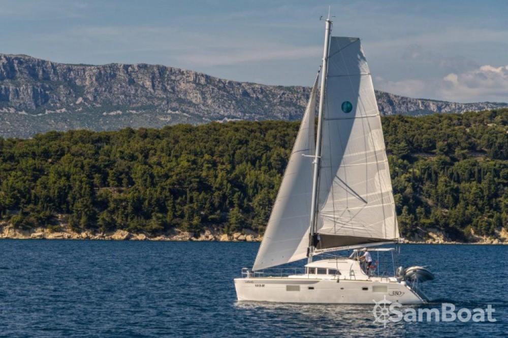 Alquiler de barcos Slano barato de Lagoon 380