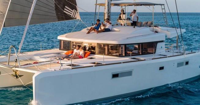 Location bateau Athènes pas cher Lagoon 52