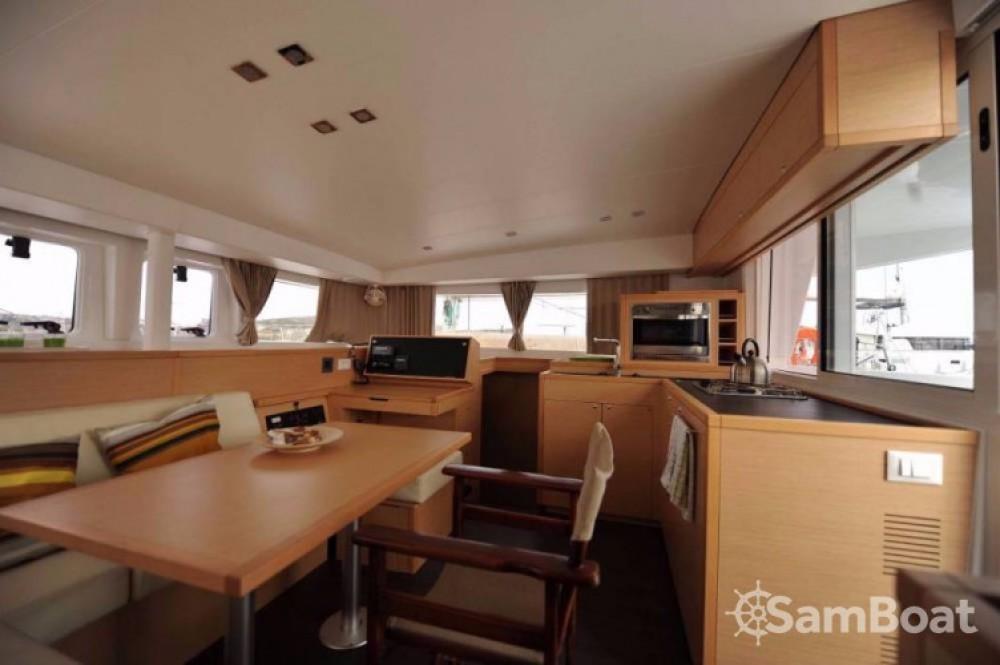 Alquiler de barcos Lávrio barato de Lagoon 400 S2