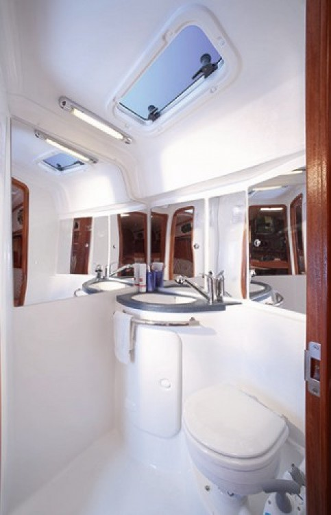 Rental yacht Jezera - Bavaria Cruiser 37 on SamBoat
