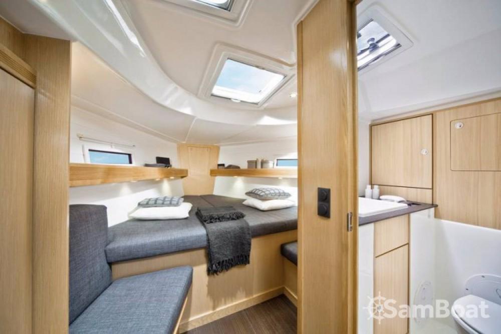 Boat rental Bavaria R40 in Trogir on Samboat