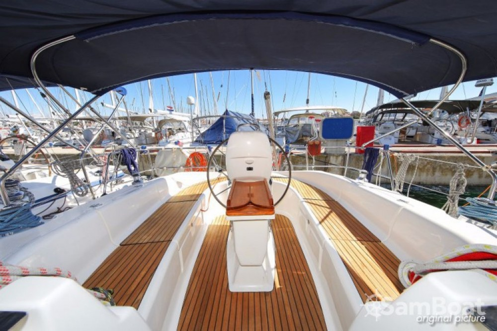 Louez un Bavaria Cruiser 39 à Jezera