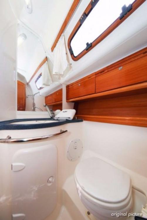 Rental yacht Jezera - Bavaria Cruiser 39 on SamBoat