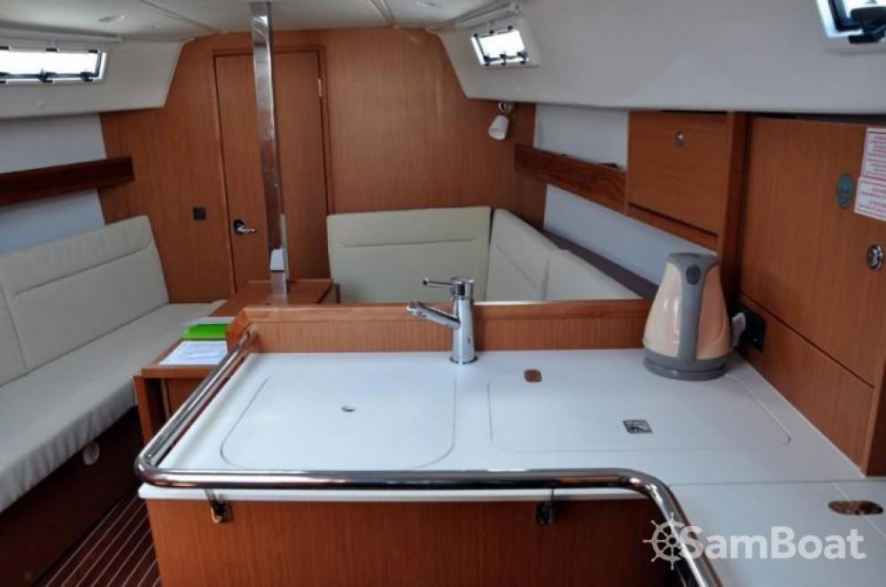 Rental yacht Marina Kornati - Bavaria Cruiser 32 on SamBoat