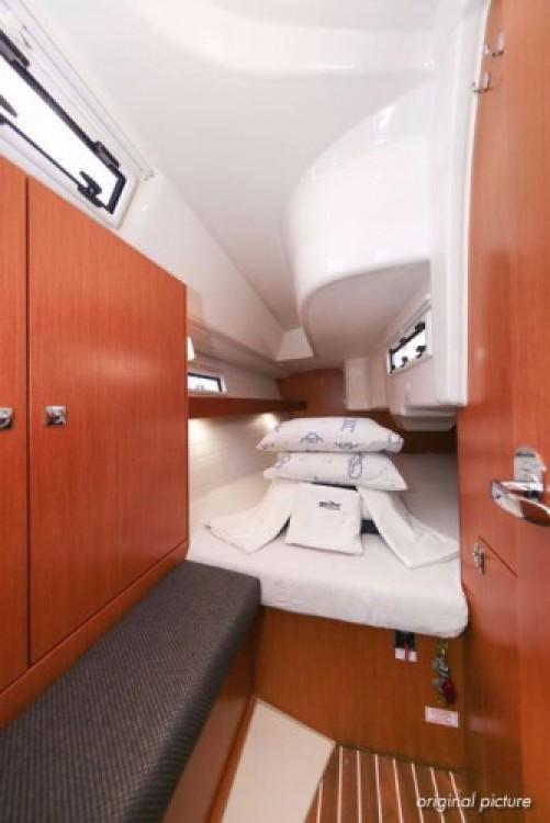Rent a Bavaria Cruiser 33 Marina Kornati