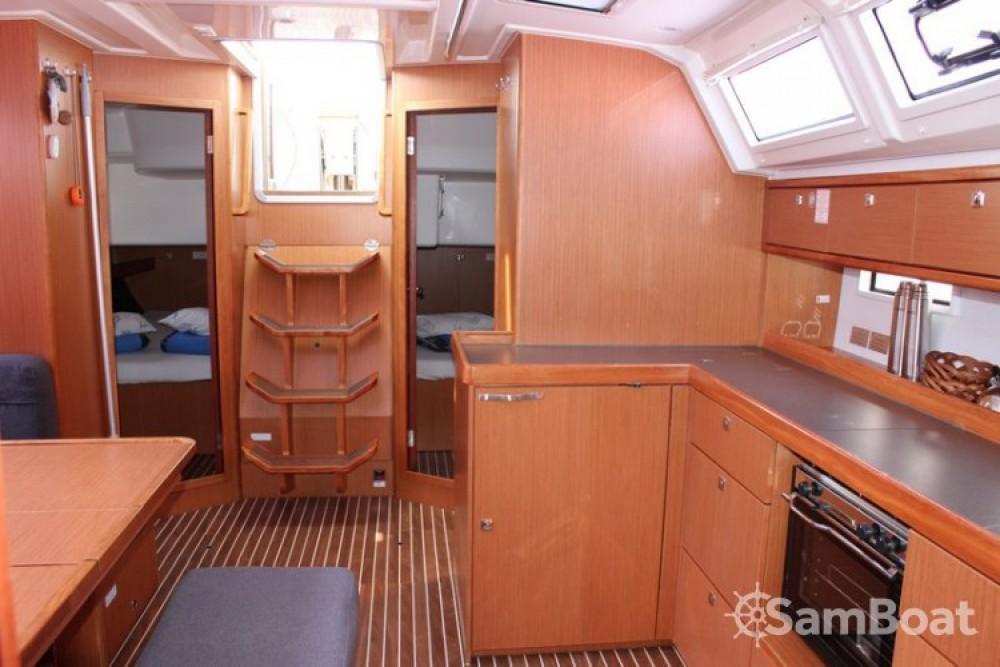 Louez un Bavaria Cruiser 46 à Jezera